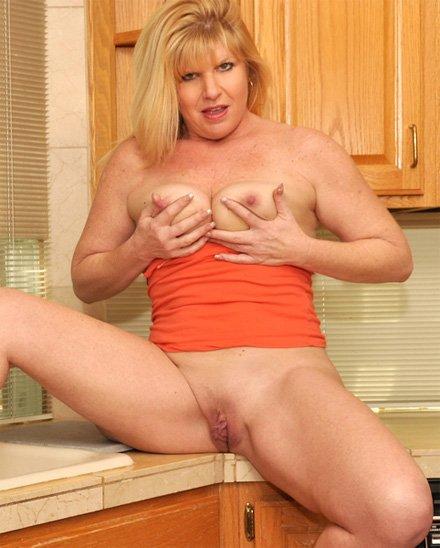 Milf jilling off in kitchen