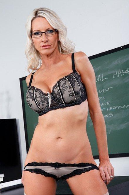 Sexy hot milf pornstar